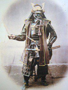 Imagem de um samurai japonês feita em 1860. Foto/Fonte: Bennett, Terry. 'Early Japanese Images' (Rutland, Vermont: Charles E. Tuttle Company, 1996)