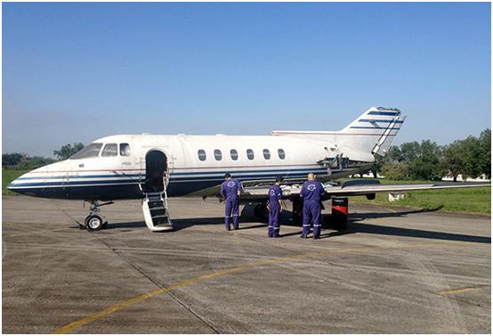 Aeronave foi desmontada pelos alunos para ser transportada do Aeroporto de Congonhas até Guarujá. Foto: Divulgação