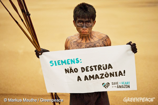 """Índios Munduruku lutam há mais de 30 anos contra a construção da usina e agora pedem que a Siemens diga """"não"""" ao projeto. Foto: © Markus Mauthe/Greenpeace"""