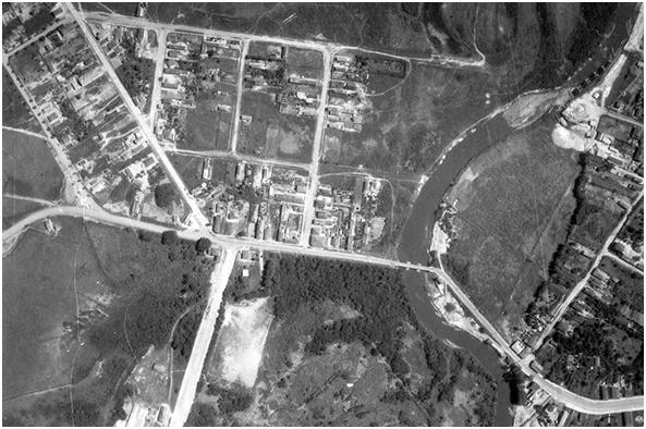 Imagem aérea do Rio Pinheiros, em São Paulo, antes de sua retificação, sob a assinatura de George Nelson-Smith. Foto: Acervo FES