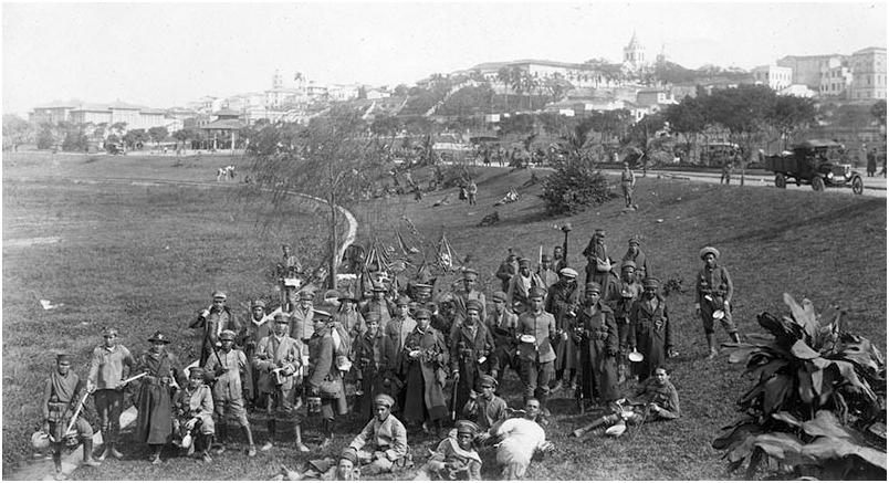 Área de bivaque (acampamento e abrigo, sem o uso de barracas) das tropas legalistas, no Parque D. Pedro II, julho de 1924. Foto: Acervo FES