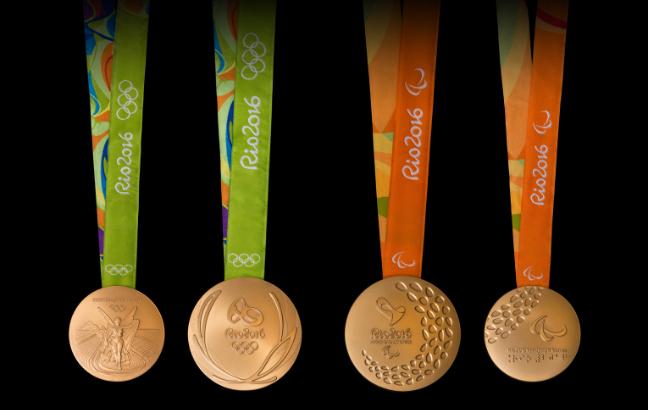 Frente e verso das medalhas dos Jogos Olímpicas e Paralímpicos. Foto: Rio 2016/Alex Ferro