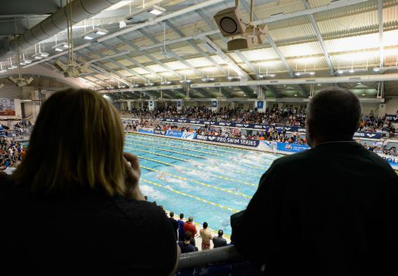 Concentração na largada da natação requer silêncio da torcida. Foto: Getty Images/Hannah Foslien