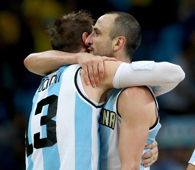 Nocioni e Ginobili: Argentina foi demais para o Brasil. Foto: Getty Images/Elsa