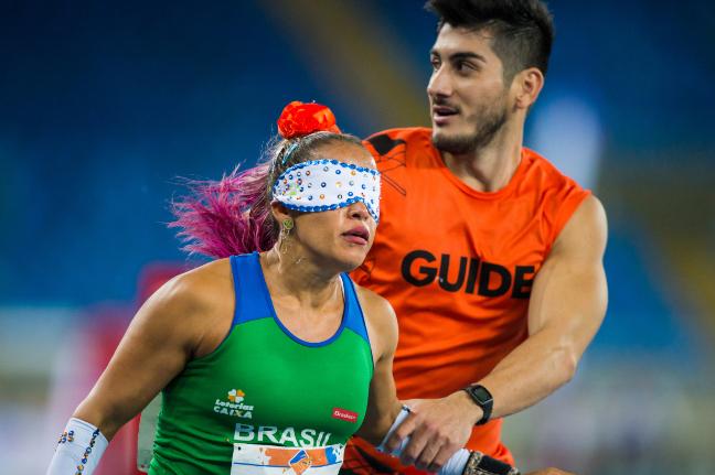 Teresinha Guilhermina é destaque nas provas de velocidade do atletismo (Foto: Rio 2016/Alex Ferro)