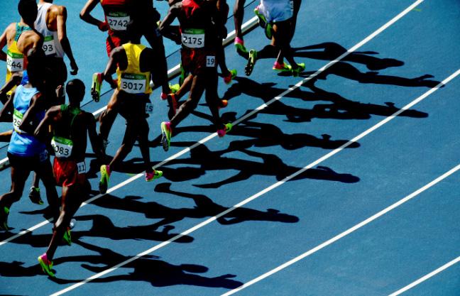 Pista mais dura ajuda na impulsão dos atletas. Foto: Getty Images/Matthias Hangst