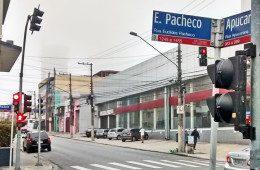 Semáforo instalado ao contrário na Rua Apucarana causa surpresa e risos