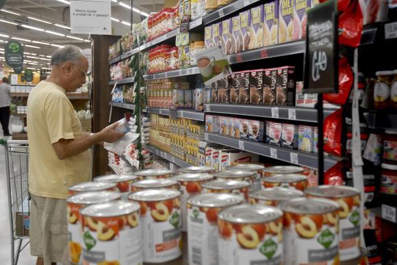 Preços dos alimentos caem e aliviam a inflação, segundo pesquisa da FGV. Cinco dos oito grupos pesquisados tiveram queda, com destaque para alimentação. Nesse grupo, o índice foi de 0,44% para 0,11%. Foto: Divulgação / Portal Brasil