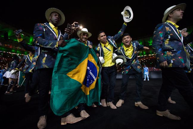 Festa no Maracanã: a delegação do Brasil entra em cena (Foto: OIS/COI/Al Tielemans)