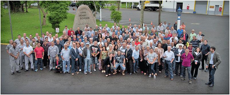 Antigos e atuais funcionários da Usina Henry Borden no evento dos 90 anos. 10/10/2016. Foto: Acervo FES
