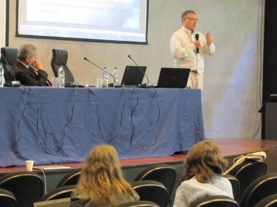 Javier Tomasella, pesquisador do Cemaden durante apresentação na FAPESP Week Montevideo. Foto: Heitor Shimizu/Agência FAPESP