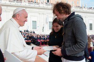 Papa Francisco autorizou padres aceitarem redenção do aborto. Foto: divulgação / Vaticano