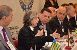 """""""Alguma coisa está errada na nossa Pátria amada"""", diz ministra Cármen Lúcia"""