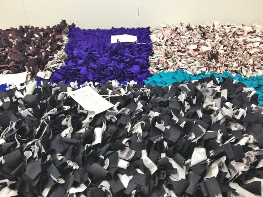 Uma proposta da Escola de Artes, Ciências e Humanidades (EACH) da USP pode tornar mais sustentável a cadeia produtiva da área têxtil, conciliando soluções ambientais e inclusão social. Foto: Projeto Ubuntu