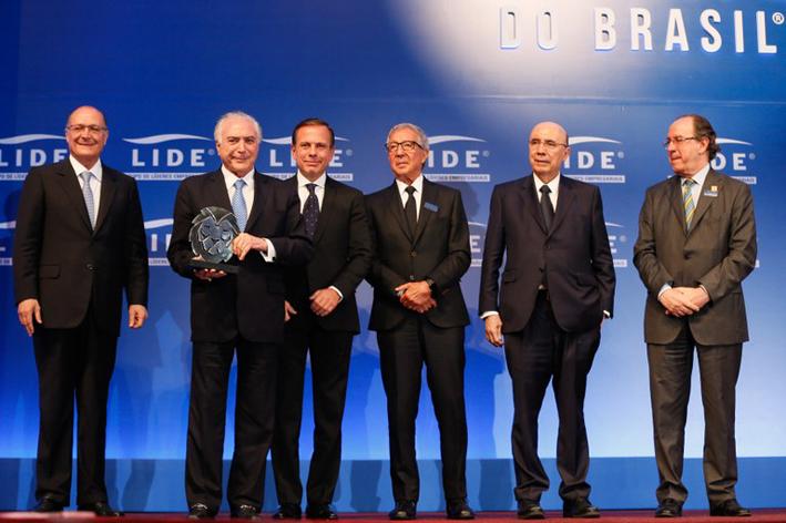 Presidente da República recebeu o principal prêmio na noite do LIDE. Foto:  Beto Barata / PR