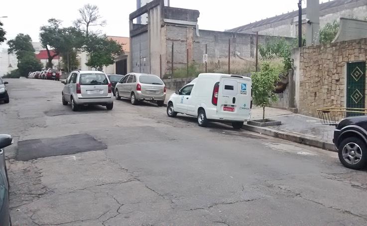 Rua Euclides Pacheco, altura do nº 1587: conserto devolve a paz no trânsito neste endereço. Foto: aloimage