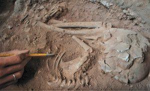Sistema meticuloso permite compilar informações sobre a vida e a morte há 10 mil anos em caverna de Lagoa Santa. Foto: Léo Ramos Chaves/Revista Pesquisa FAPESP