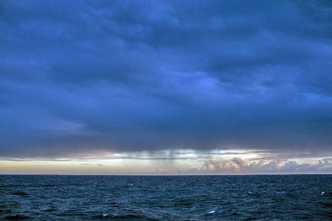 Pôr do sol com chuva na região dos corais da Amazônia. Foto: ©Marizilda Cruppe/Greenpeace