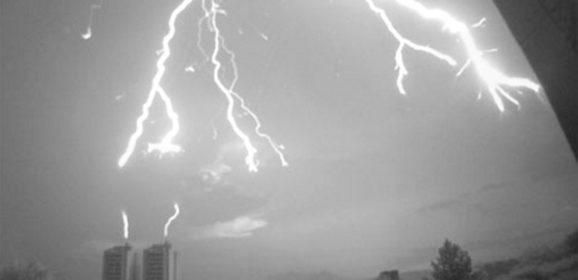 Pesquisadores capturam imagens de raios atingindo prédios em São Paulo
