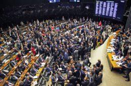 Câmara barra denúncia e Temer se salva por 263 a 227 votos