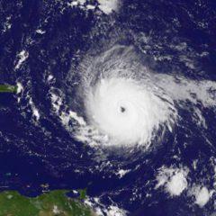 Poderoso Furacão Irma, de categoria 5, atravessa Ilha de Barbuda, vídeo