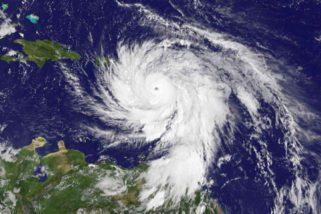 NASA mostra o Furacão Maria antes e depois da chegada ao Caribe, vídeo