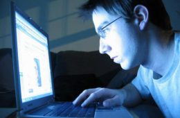 Adolescentes, os computadores e reflexos à saúde