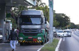 Governo atende reivindicações, mas greve dos caminhoneiros chega ao 8º dia
