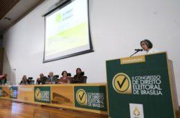 Cármen Lúcia critica uniformidade de partidos políticos no país