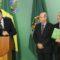 Bolsonaro embarca para sua 1ª viagem internacional levando mensagem do Brasil que crê