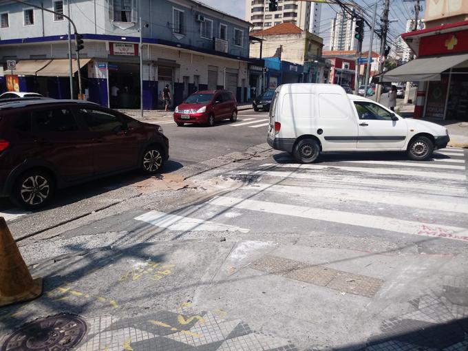 Buracos nas esquinas da Rua Antonio de Barros estão sendo solucionados, informa Sabesp