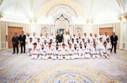 Na capital dos EAU Bolsonaro é recebido pelo Xeque Khalifa bin Tahnoun Al Nahyan, vídeo