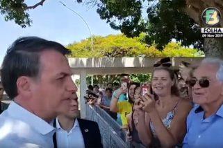 """""""Lula está solto, mas continua com todos os seus crimes nas costas"""", diz Bolsonaro"""