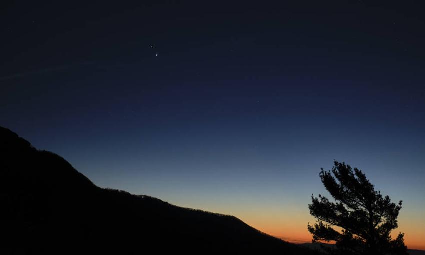 """""""Grande Conjunção"""" de Júpiter e Saturno poderá ser vista hoje"""