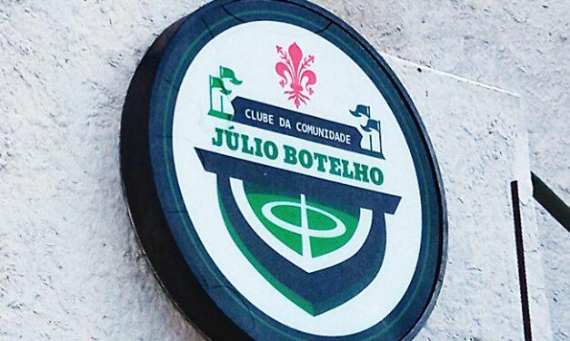 CDC Julio Botelho comemora conquista e campo renovado com partida dos veteranos do União Rio Branco